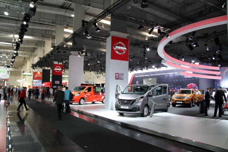 واردات خودرو دهن کجی به تولید کنندگان داخل است/ برخی کشورها حاضر به فروش مواد اولیه نیستند، ولی خودرو میدهند