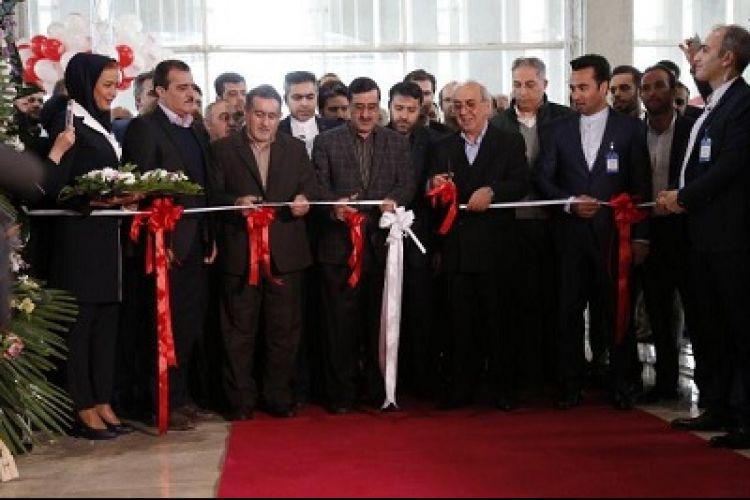 بازدید رئیس سازمان گسترش و نوسازی صنایع از خودرو C3 سایپا سیتروئن