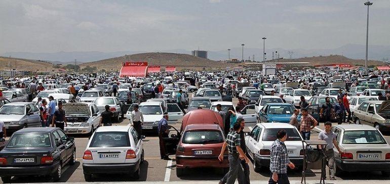 بازار خودرو در انتظار تاثیر تصمیمهای ارزی/ محصول کدام خودروسازها گران میشوند؟