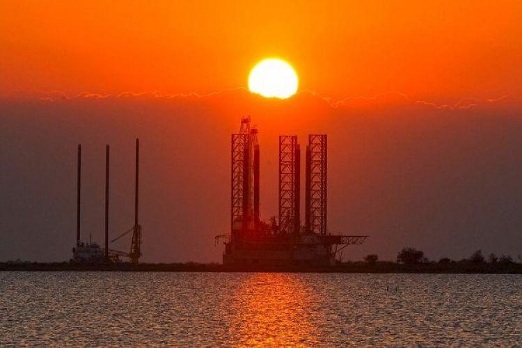 بازار جهانی نفت به کدام سو خواهد رفت؟/ توسعه نفت شیل متوقف میشود