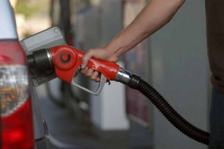 معرفی تئوریسین بنزین 5 هزار تومانی پس از دوسال و نیم/ افزایش 5 برابری نرخ برای جبران کسری بودجه!