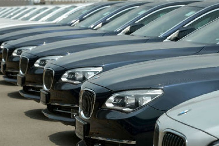 ثبت سفارش غیرقانونی واردات 19 هزار خودرو/ مبالغ تخلف انجام شده زیاد است/ ترخیص غیرقانونی چند صد دستگاه