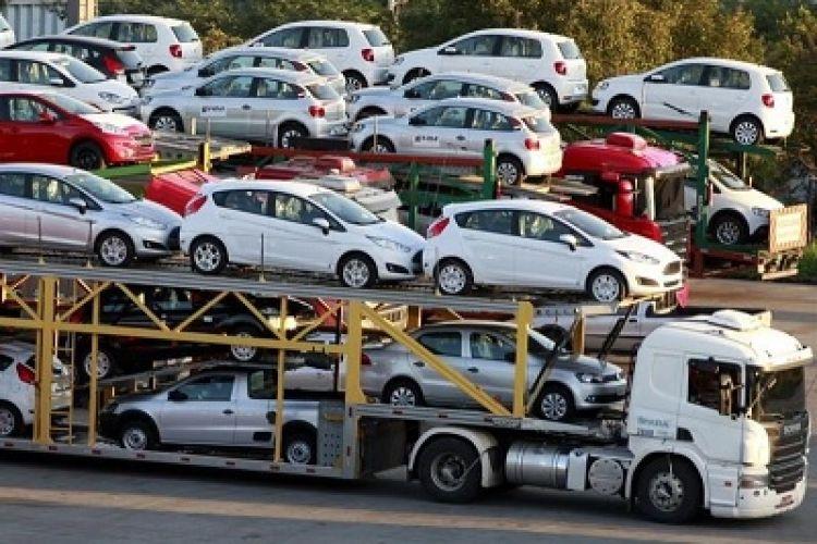 شریعتمداری دستورالعمل واردات خودرو را لغو میکند؟