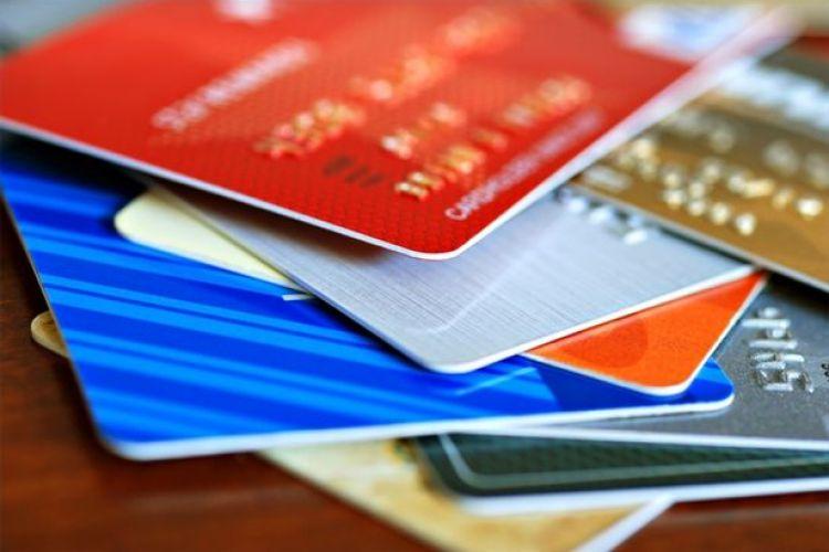 ماجرای مبهم محدودیت کارتهای بانکی برای خرید شارژ