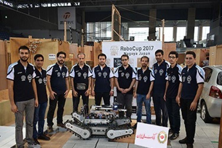 قهرمانی تیم دانشگاه آزاد یزد با حمایت بانک ملی در مسابقات روباتیک