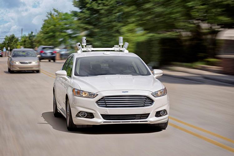 عرضه خودروی خودران فورد تا سال 2021