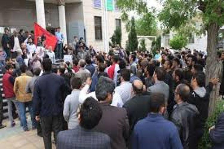 تجمع جمعی از رانندگان آژانس دربرابر شورای شهر