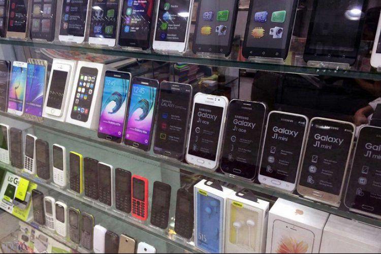 بلاتکلیفی 30 تا 40 درصدی گوشیهای مانده در گمرک
