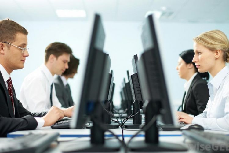 کارمندان کدام دستگاههای دولتی از ارائه خدمات مهندسی منع شدند؟