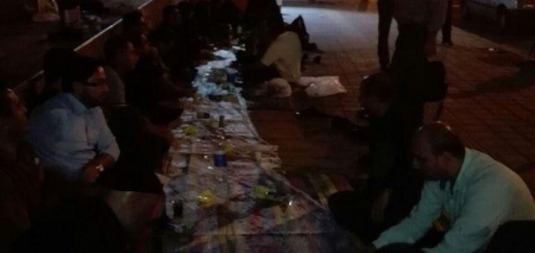 کارکنان سهام عدالت شب را در خیابان گذراندند+ عکس